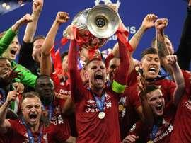 Jordan Henderson lifts the Champions League trophy. GOAL