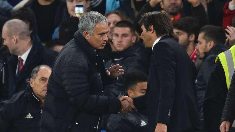 Jose Mourinho (L) has words with current Chelsea boss Antonio Conte. Goal