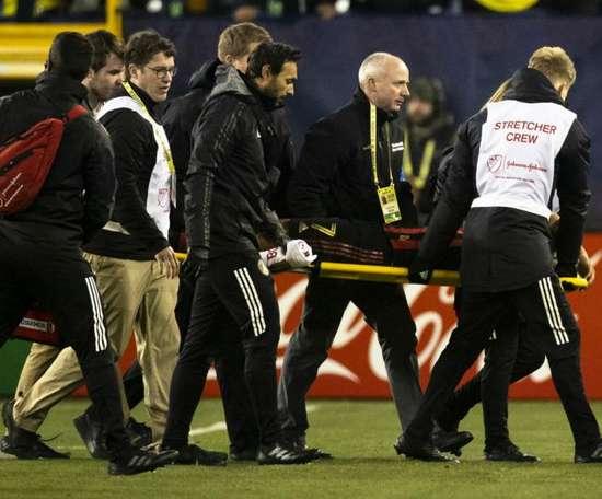 Martinez suffers ACL tear