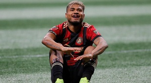 De Boer fears 'serious' injury after Atlanta's Martinez is carried off on stretcher.