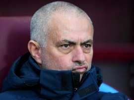 Mourinho puts pressure on Chelsea