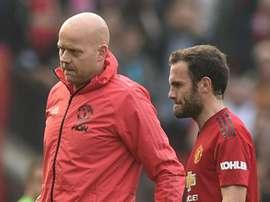 Mata est sorti sur blessure face à Liverpool. Goal