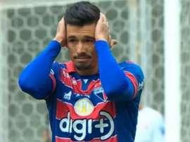Jogador do Fortaleza faz golaço contra do meio-campo. Goal