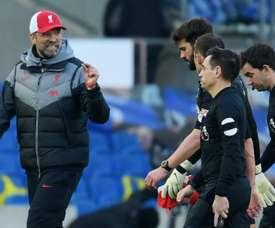 Liverpool entra em conflito com o árbitro de vídeo. EFE