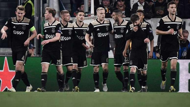 L'atttaccante applaude gli olandesi. Goal