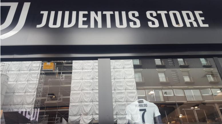 Juventus store assalito dai tifosi. Goal
