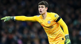 Tottenham ban supporter for throwing cup at Chelsea goalkeeper Kepa. GOAL