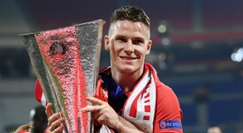 Gameiro looks set to swap Atletico for Valencia. GOAL