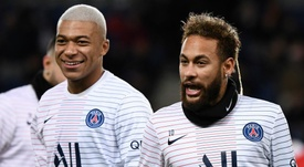 Neymar et Mbappé sur le banc. GOAL