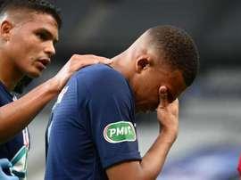 Mbappé, lesionado, deixa final às lágrimas: problema para o PSG na Champions?. AFP