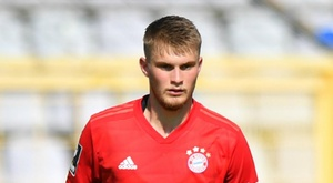 Teenage defender Mai renews Bayern Munich contract until 2022. GOAL