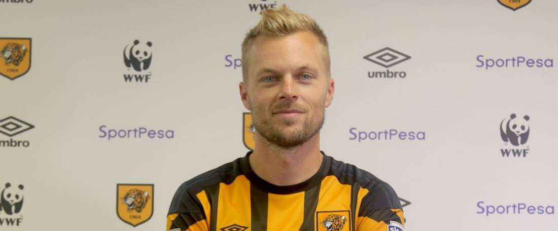 Hull City have confirmed the signing of former Sunderland midfielder Sebastian Larsson. GOAL