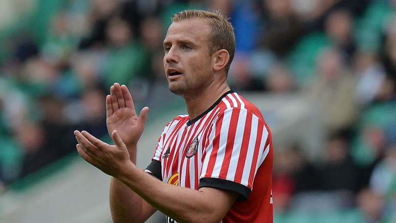 Lee Cattermole has moved to the Eredivisie from Sunderland. GOAL
