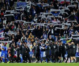 Leicester City fans pay their respect to Vichai Srivaddhanaprabha. GOAL