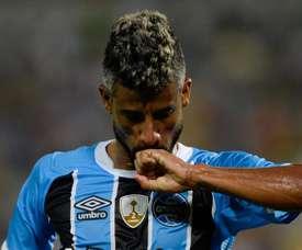 Interminável aos 40 anos, Léo Moura fala em renovar com o Grêmio