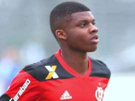 Joia do Flamengo é observada pelo Milan, diz site europeu