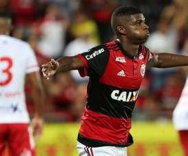 Sem Dourado, Flamengo pode dar a Lincoln espaço para crescer