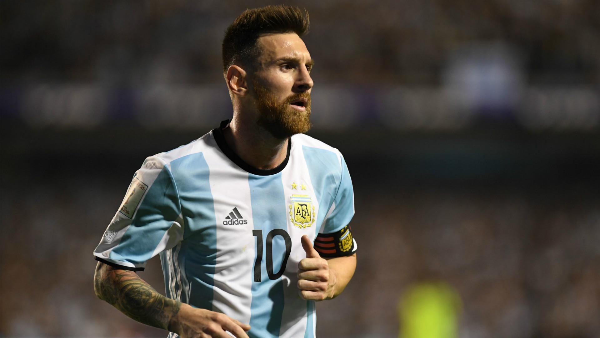 Messi exibe coleção de camisas. Nada de Cristiano Ronaldo