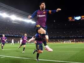 Van Dijk não sabe como parar Messi. Goal