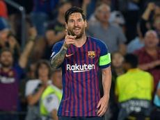 Lionel Messi comemora gol do Barcelona contra o PSV. Goal
