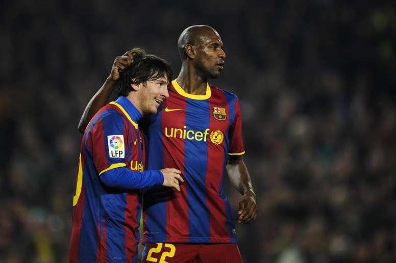 """Abidal revela mágoa com Messi, durante recuperação de câncer: """"me viam como um cadáver"""""""