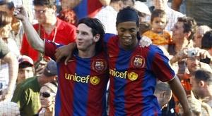 Ronaldinho limita Messi
