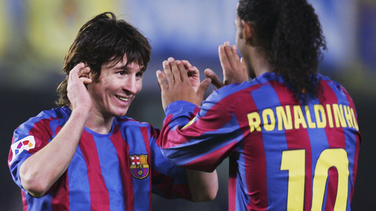 Ronaldinho veut que Messi joue. AFP