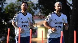 Rumor na Inglaterra diz que Messi pediu Agüero. Goal