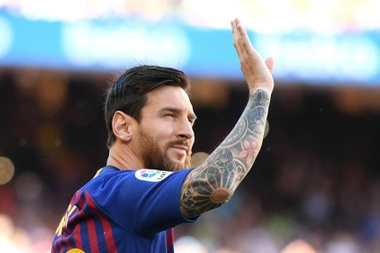 Messi spoke to the crowd. GOAL