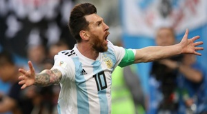 Scaloni: No more adjectives to describe Messi.