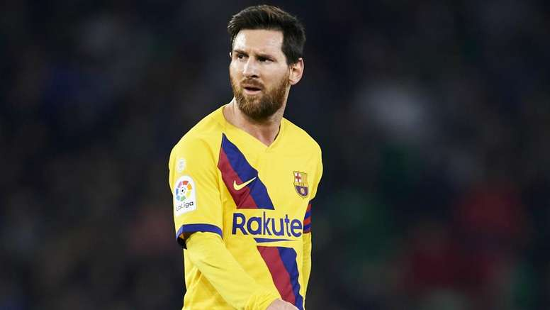 Rumour Has It: LA Galaxy offer Messi Barca escape as Pogba nears Man Utd exit. GOAL