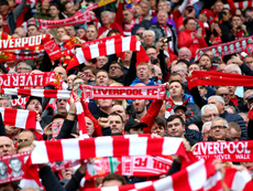 Quand deux supporters de Liverpool se trompent de ville en Belgique. Goal