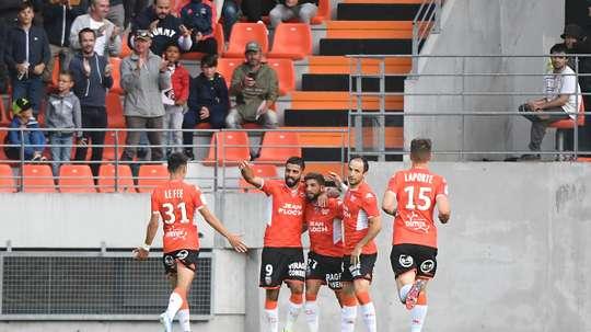 Lorient enchaîne, Auxerre accroche Clermont. Goal