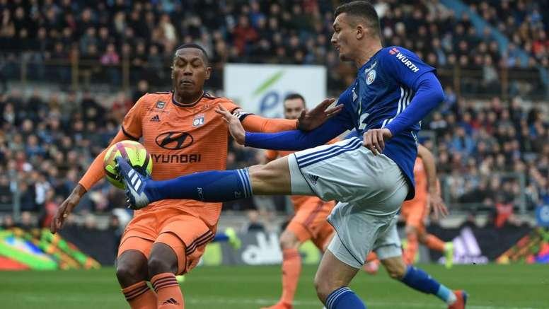 L'attaquant de Lille et le joueur de Strasbourg. AFP