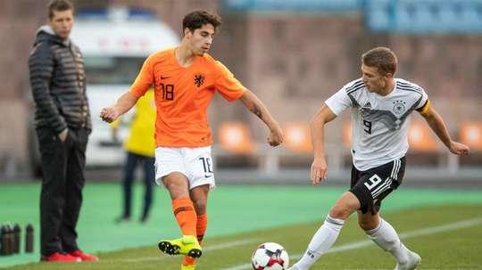 Ludovit Reis joins Barcelona. GOAL