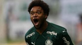 Luiz Adriano impõe a Lei do Ex, salva o. AFP Palmeiras e frustra família colorada
