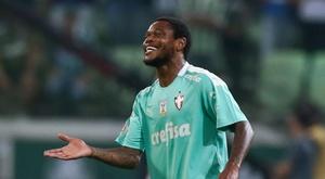 Após hat-trick, Luiz Adriano ganha pontos em meio à disputa pelo ataque no Palmeiras. Goal