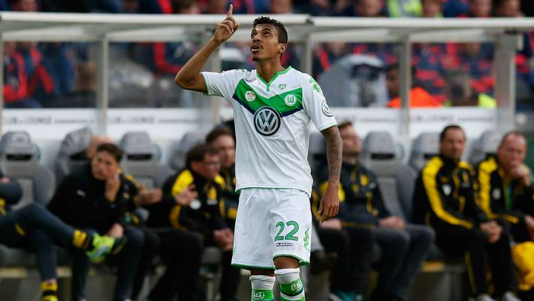 Luiz Gustavo is receiving good offers. AFP