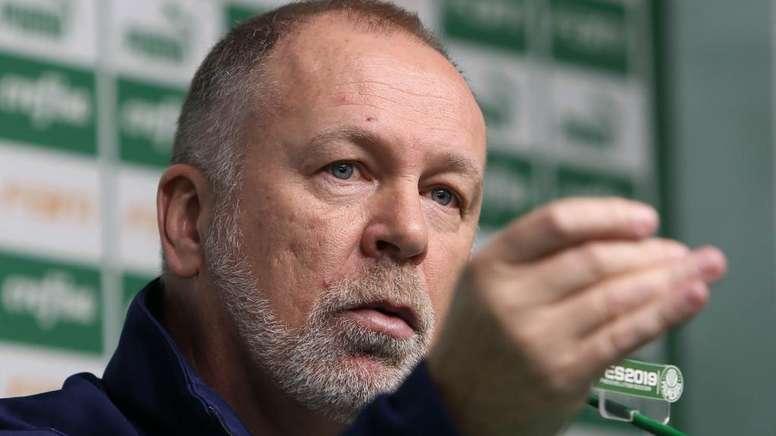 Palmeiras reclama de gol anulado pelo VAR contra o Inter. Goal