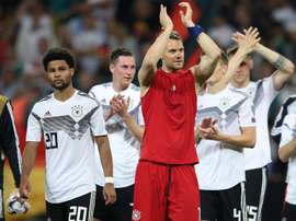 Neuer diz que jogadores na Alemanha cogitam abrir mão de salários em meio à crise. Goal