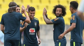 Brasileiros na equipa ideal dos fãs. Goal
