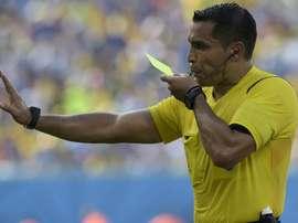 Árbitro assume o comando de time espanhol. Goal