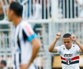 São Paulo se aproveita de Santos desorganizado, domina clássico e se afasta do Z-4