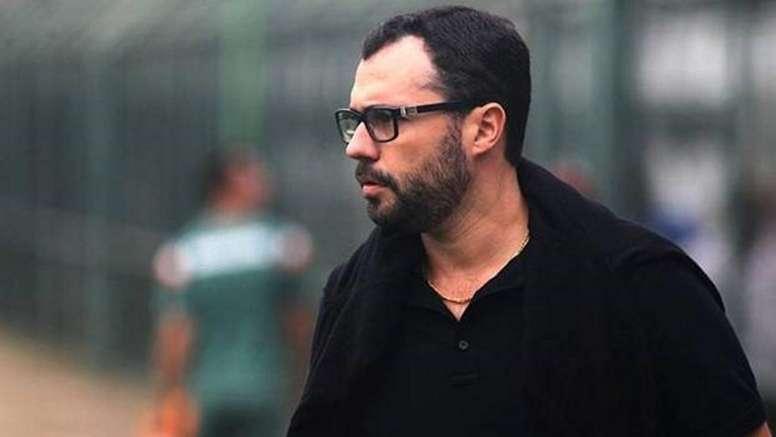 Bittencourt afasta Celso Barros e assume futebol do Fluminense. Goal