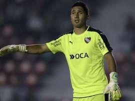 Após punição ao Santos, goleiro do Independiente anota hat-trick histórico