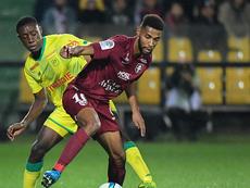 Le Paris FC fonce sur Marvin Gakpa et Gaëtan Laura. GOAL