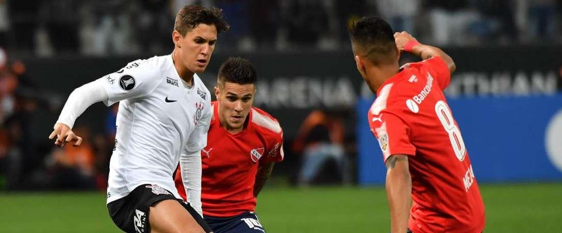 Corinthians 1 x 2 Independiente: Timão perde em casa e grupo 7 fica embolado