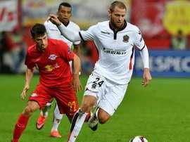 Mathieu Bodmer et Stefan Lainer lors du match d'Europa League entre Red Bull Salzburg et Nice. Goal