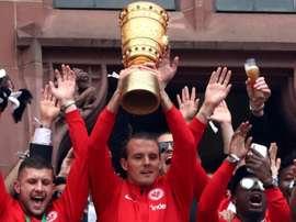 Wanderers sign 'God of Football'