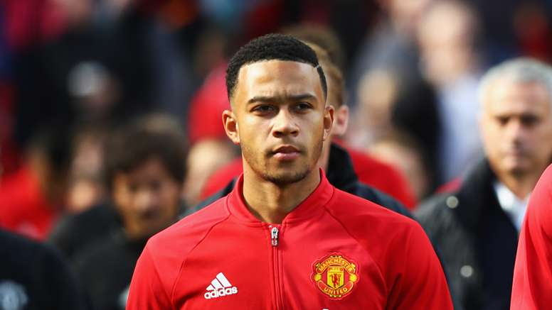 Memphis Depay is allegedly in talks with Everton. Goal